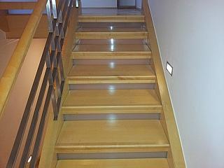 Broušení starých schodů