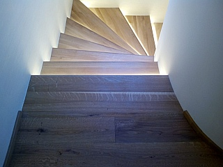 Broušení starých schodů 1