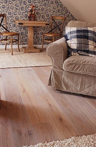 Kartáčování dřevěné podlahy 1