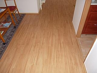 Pokládka PVC podlah lepením