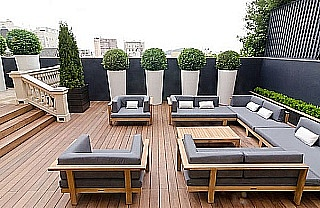pokládka dřevěné terasy